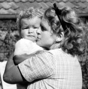 Ільза Гесс з сином