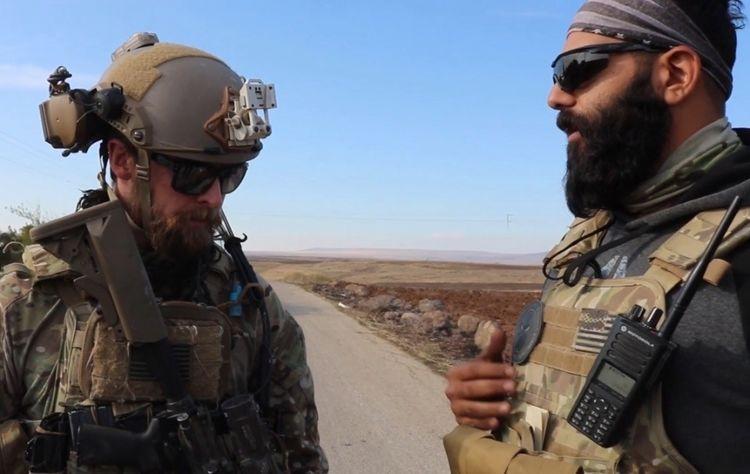 Союзники: американський командос і курдський вояк