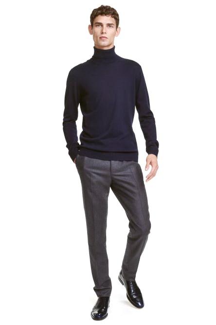 Для вуличної моди такі комплекти стали досить поширеними. Чоловік в строгих  повсякденних штанах виглядає хоч трохи офіційно 0fcfc39772cf1