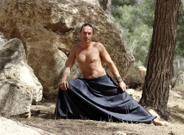 Йога стала досить популярною серед чоловіків різного віку. Для занять йогою  вам не підійдуть звичайні спортивні штани. Навіть при вивченні початкового  курсу ... 6c065b29147a0