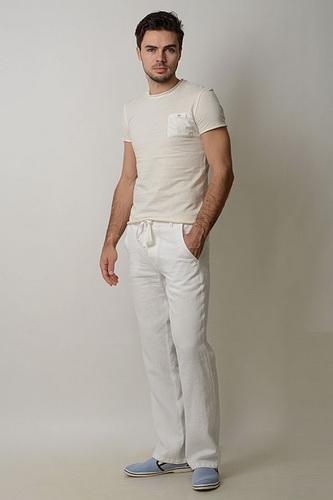 Ці штани прийшли в моду з армійської форми Великобританії. На сьогоднішній  день хакі є ще один різновид стилю кажуал. 149398a5fa3be
