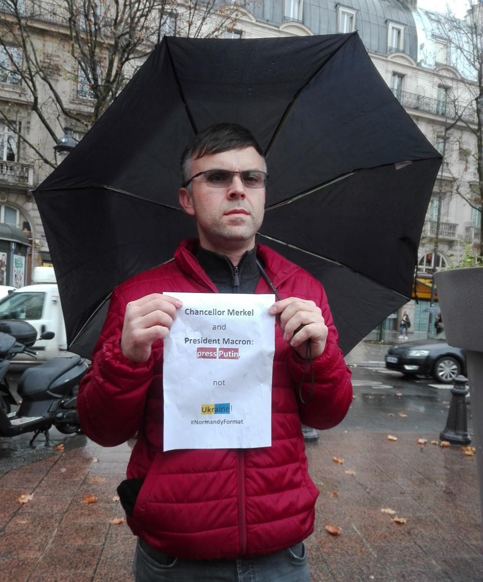 «Канцлерко Ангело і Преиденте Макроне, тисніть на Путіна, не на Україну!», Париж 8 грудня 2019