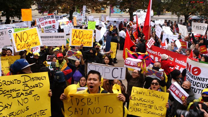 Масовий протест проти Інститутів Конфуція
