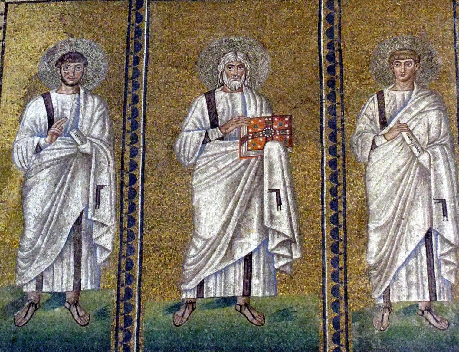 Апостоли в базиліці Хреста Спаса, побудованій аріянським королем готів Теодориком (Північна Італія, Равенна, 504 р.)  Аріянські святі завжди зображуються з книгами – символом знань.