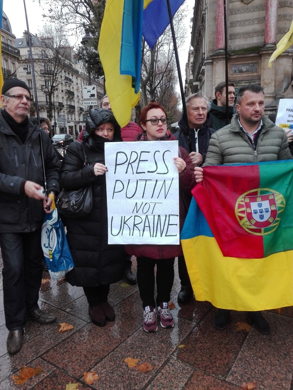 «Тисніть на Путіна, а не на Україну»